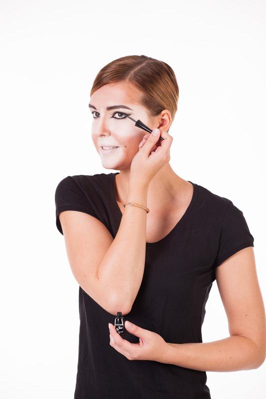 Löwe schminken - Augenwinken spitz zulaufen lassen