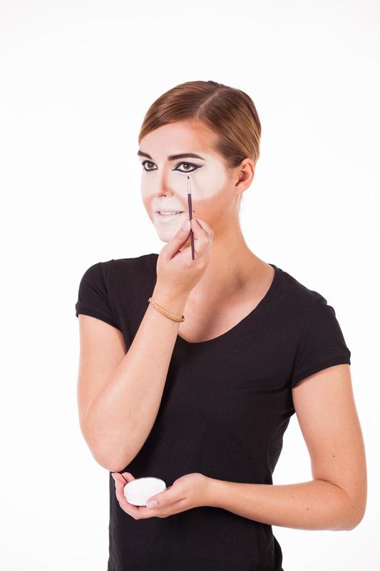 Löwe schminken - Eyeliner
