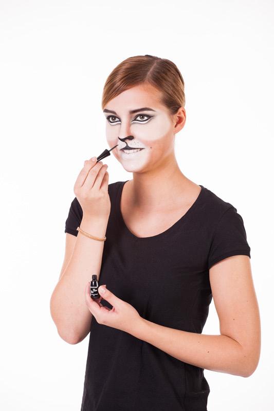 Löwe schminken - Nase malen