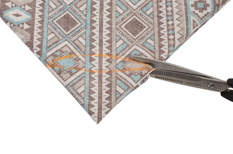 Indianer Kostüm - Poncho nähen - Halsausschnitt ausschneiden