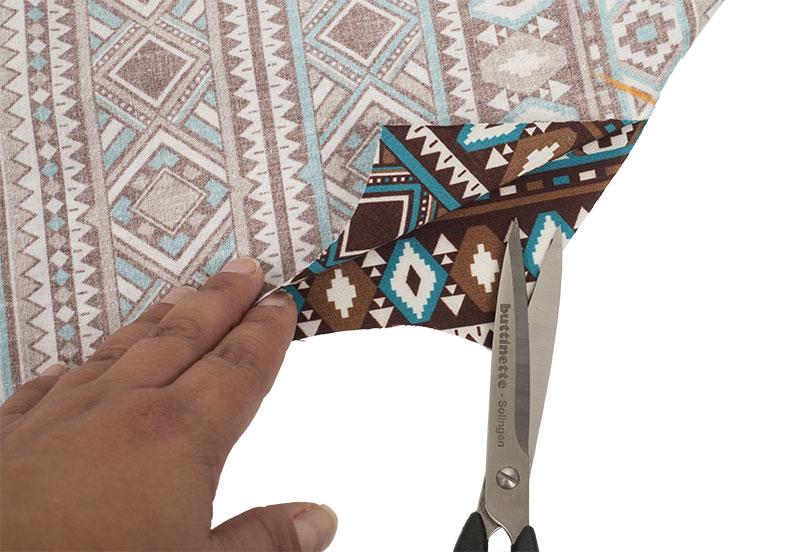 Indianer Kostüm - Poncho nähen - Schlitz einschneiden