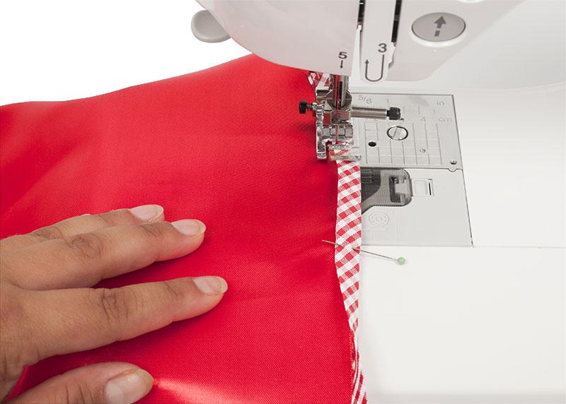 Rotkäppchen Kostüm - Schürze nähen - Schrägband festnähen